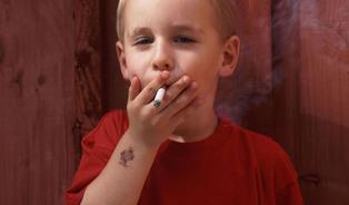 Je to dobré, kouření zabije jen polovinu kuřáků