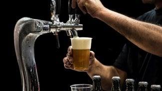 Podnikatel.cz: Blíží se konec piva v plastovém kelímku?