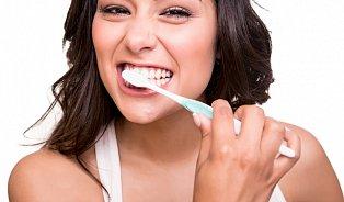 Jak nejlépe čistit zuby? Bassovou technikou