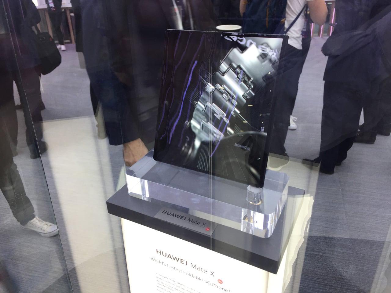 MWC 2019: ohebné telefony Huawei a Samsung či HoloLens 2