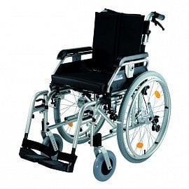 Odlehčený invalidní vozík DMA 318-23. Cena 19 000 Kč, pojišťovna hradí 100 %. Hmotnost vozíku je 19 kg, nosnost 130 kg, životnost cca 5 let.