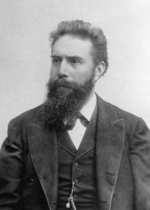 Wilhelm Conrad Röntgen objevil záření, které po něm bylo pojmenováno