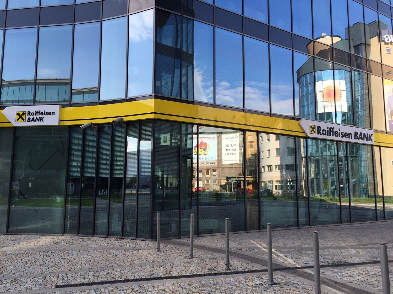 """Konec """"Banky inspirované klienty"""". Raiffeisenbank nově bude odpovídat """"Samozřejmě"""""""
