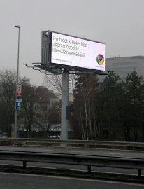 Reklama na Google Chrome na světelné tabululi na pražské magistrále.