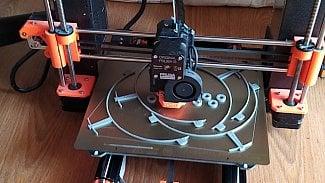 Root.cz: 3D tiskaři začali s hromadnou výrobou ochranných šítů