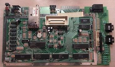 Základní deska počítače. Je to poměrně hezky a čistě navržené zařízení.