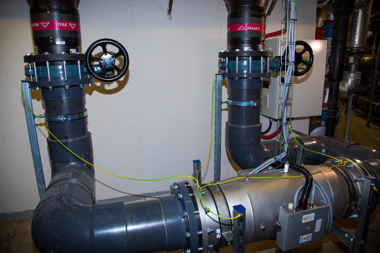 K tomu, aby voda splňovala náročné parametry, slouží rozsáhlé technické zázemí a náročné vybavení. Voda prochází speciálním třízónovým čištěním, k němuž dochází v běžně nepřístupných podzemních prostorách.