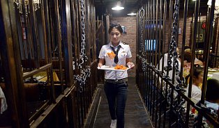 Restaurace jako vězení? Nevkus, nebo dobrý vtip?