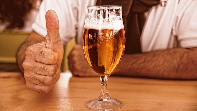 [článek] Ministr zdravotnictví chce v televizi, rádiích a na webu omezit reklamy na alkohol