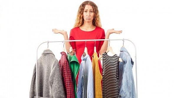 Nákup oblečení přes internet? Na obrázku módní kousek, vreálu kus hadru