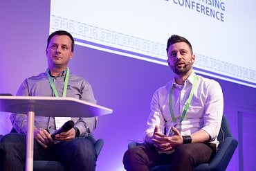 Igor Kalaš (Seznam.cz) a Juraj Felix (Mall.TV) při debatě na IAC 2019