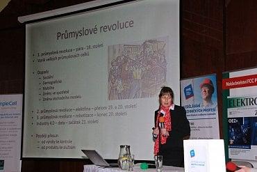 Pedagožka Hana Scholleová přednáší mimo jiné na pražské ČVUT.