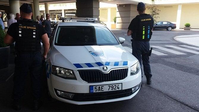 Vhotelu našli plno nelegálně zaměstnaných cizinců. Pracovali ina polská víza