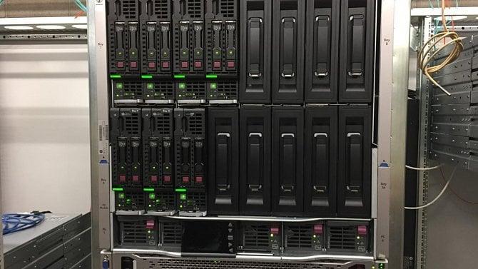 Fotogalerie: linuxové počítače a serverovna vNárodní technické knihovně
