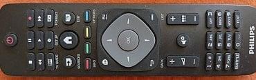 Dálkový ovladač je jedinou možností, jak televizor ovládat. Běžná tlačítka, s výjimkou zapnutí/vypnutí, zcela chybí. Dnes to ovšem nejspíše nikomu nevadí.