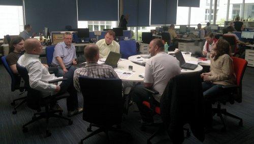 Kulatý stůl - hub v iHnedu, kde se scházejí a kombinují všechny zprávy.