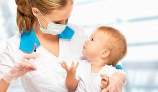 Odborník na vakcinaci: Když si lékař není očkováním jistý, je lepší ho odložit