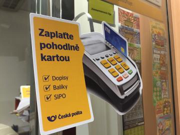 Platební karty na pobočkách České pošty. (Pošta Praha 6, 7.10.2015)