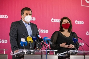 Jan Hamáček a Jana Maláčová při představování volebního programu ČSSD.