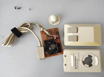 Myš rozdělená na jednotlivé komponenty.