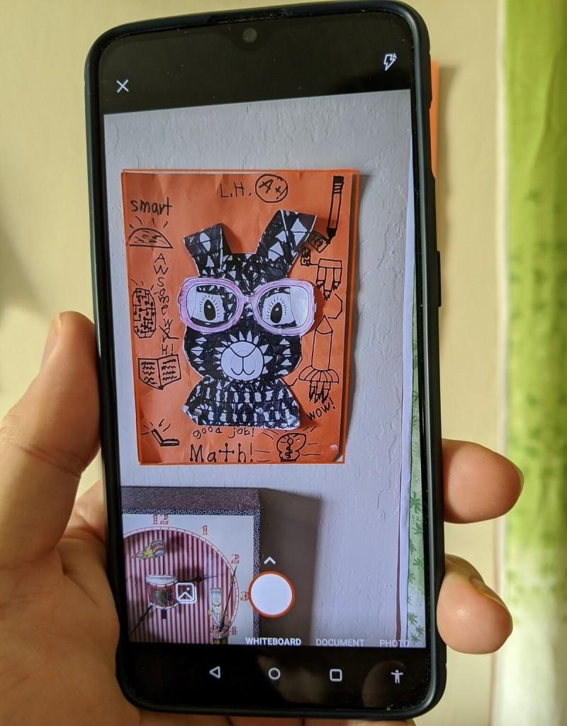 Když na obrázek podíváte zblízka, uvidíte, že aplikace Office obrázek oddělila od zbytku scény.