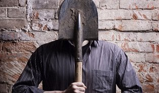 Jak vČesku nezmagořit a utéct hrobníkovi zlopaty