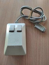 """Doručená originální myš Commodore (""""Tank Mouse"""")."""