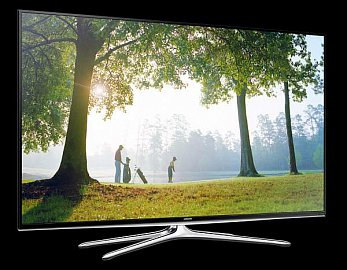 Televizor není designově nijak překvapivý, ale čtyřramenný podstavec a uzounké rámečky po třech stranách dělají své…