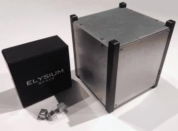 Velký box, do kterého se naskládají miniaturní urny