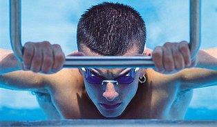 Rizika koupání vkrytých bazénech: co vdechuje plavec?