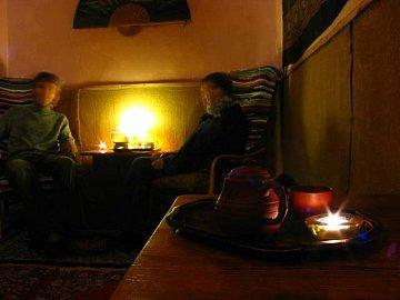Klid, šero, odpočinek - zde v čajovně U Dvou Šálků