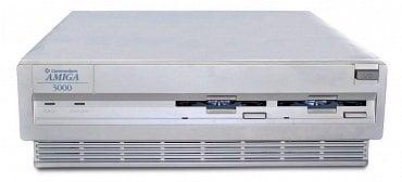 Amiga 3000 - 32-bitů v pracovní stanici.