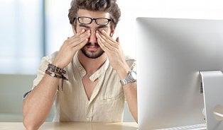 Vadí nevhodné brýle a kazí počítač oči? Oční lékař očastých omylech