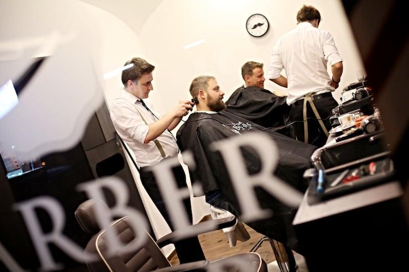 Exkluzivní služby i interiéry, to jsou salony Gentlemen Brothers