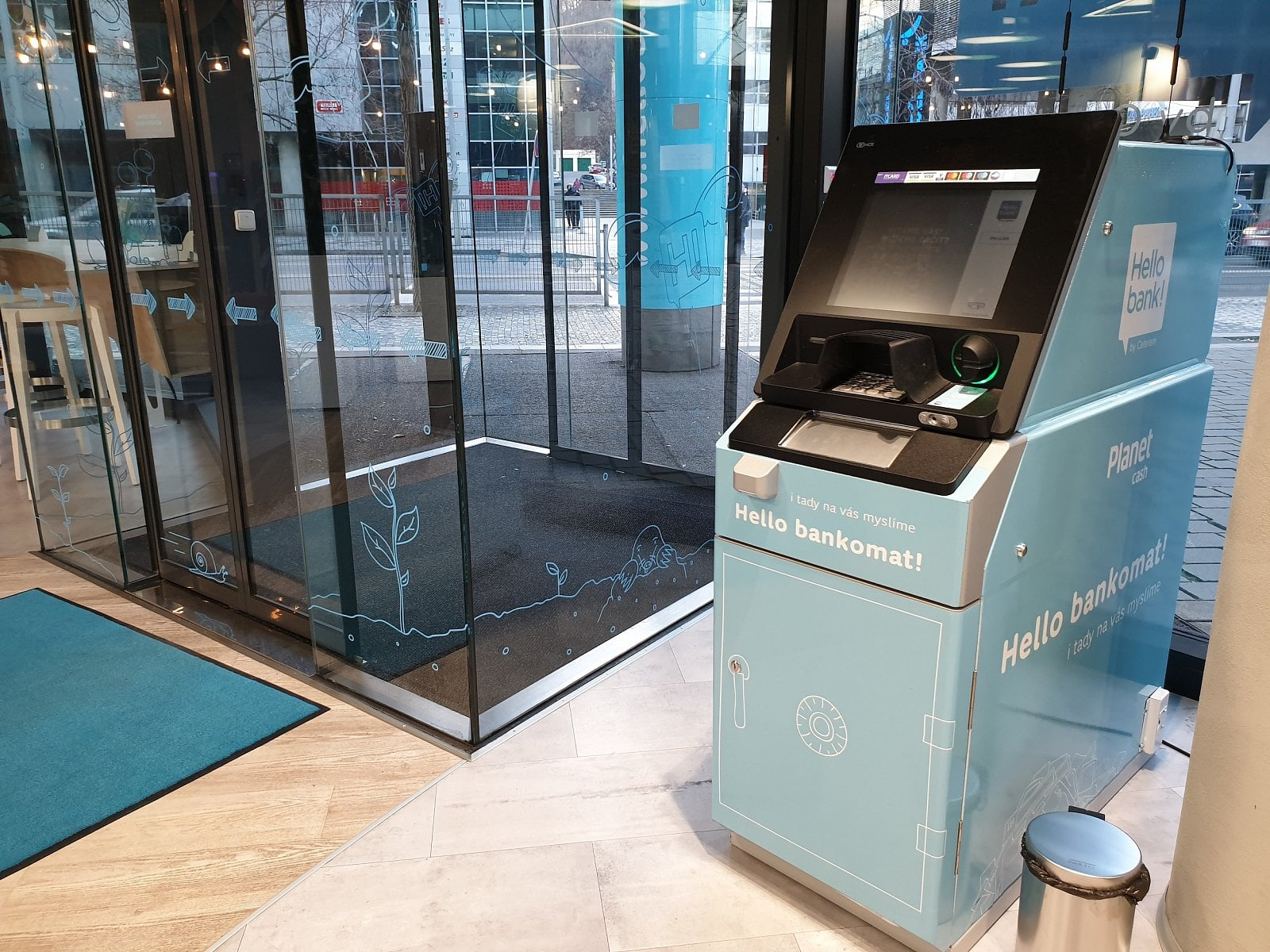 Hello bank bankomat Praha centrála