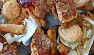 Jídlo ve fast foodech je nezdravé. Ale ne kvůli tučnosti, to je to nejmenší