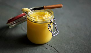 Ghí apřepuštěné máslo: Podobné, ale ne identické