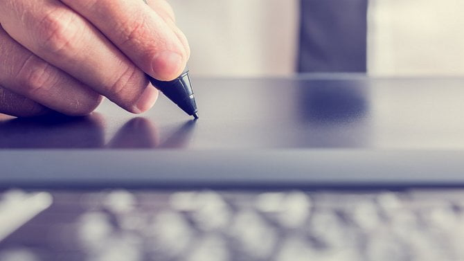 Problematika podepisování a uzavírání smluv mezi podnikateli online