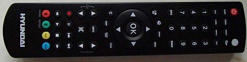Dálkový ovladač je pohodlný se širokým záběrem a dobrým rozložením.