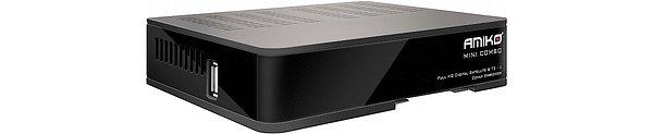 Na boku přijímače je jeden port USB 2,0, který se již nevešel vzhledem k miniaturizaci přijímače na zadní panel.