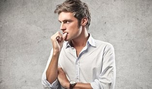 Okusování nehtů, stres a medicína lidových přísloví