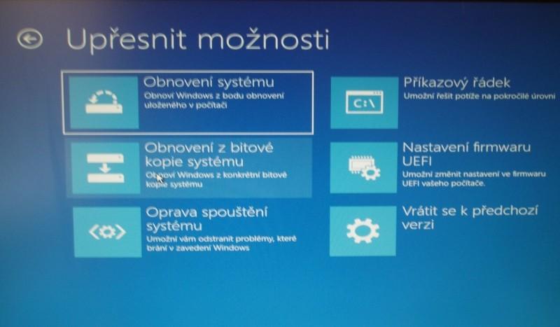 Jednotka pro obnovení obsahuje několik různých nástrojů pro řešení a opravu počítače s poškozeným operačním systémem