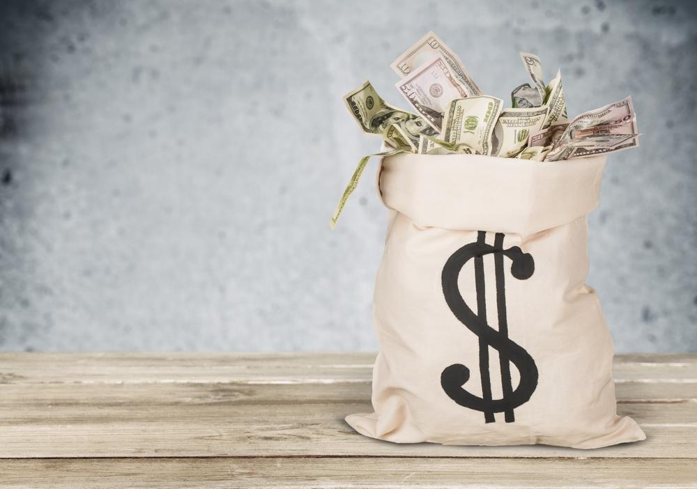 Mezibankovní platby zrychlují a pojišťovny ustupují zvýluk