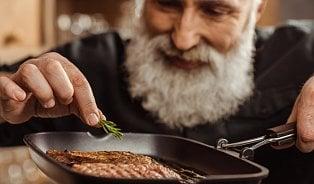 Ani senioři by neměli ze stravy vylučovat maso