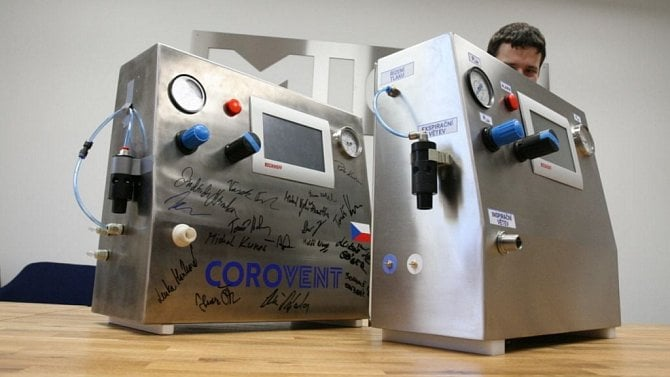 [aktualita] V Třebíči začala sériová výroba českého plicního ventilátoru CoroVent