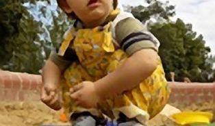 V čem si hrají děti na pískovišti?
