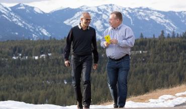Satya Nadella a Stephen Elop.