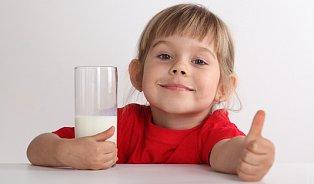 Alergie na mléko není častá, zato se často plete