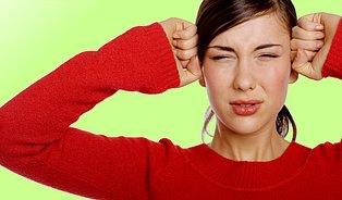 Bolesti hlavy zaženou bylinky, obklady akoupele