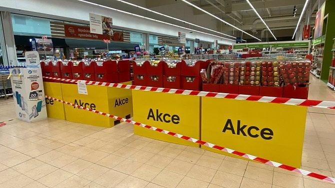 Obchody otevření přivítaly. Supermarkety si však rozvolnění řídí samy